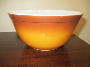 Pyrex Old Orchard Mixing Bowl #402 Kitchener / Waterloo Kitchener Area image 1