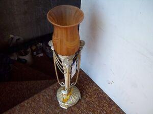 1-LAMPE ELECT,DECORATIVE DE STYLE SUR PIED,EN METAL.