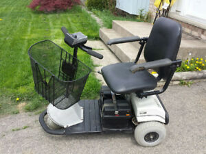 MOBILITY SCOOTER/RUNS EXCELLENT/GOOD BATTERIES