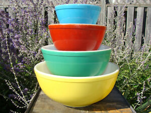VINTAGE SET PRIMARY COLOURS PYREX BOWLS THICK WALLED NO NUMBERS