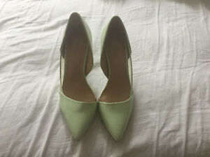 Adorable Mint Pumps - Like New!