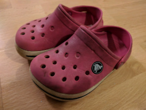 678eeee50 Crocs - size 8 9 toddler