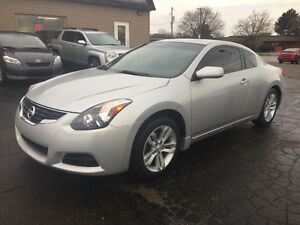 2011 Nissan Altima S Coupe, sunroof, backup-cam, only 89000 KM!!