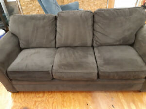 Broyhill pull out sofa bed