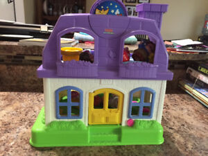 Fisher Price Little Poeple Doll House with Figurines
