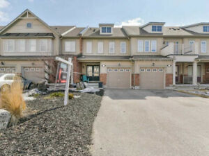 IMMACULATE! 3 BR TOWNHOME IN SOUGHT AFTER WHITBY SHORES!!!