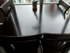 High dining table 4 chairs solid wood in mint shape