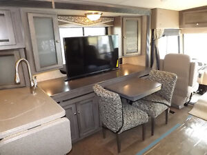 2016 Winnebago Sunova 33C - Triple Slideout - Driftwood Interior London Ontario image 5