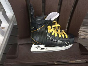 Bauer Supreme 0.9  Youth Skates Size 13.5 D