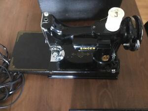 Machine à coudre portative Singer 221-1