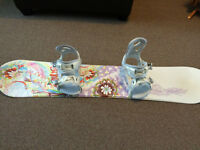 Girls snowboard with bindings, used twice !
