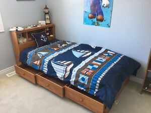 Kid's bed twin bed