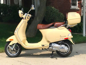 2009 Vespa LXV 150 in creme with baseball leather seat (1760 km)