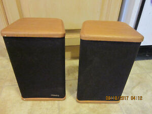 Mini-Advent Stereo Speakers with Genuine Hardwood End Caps
