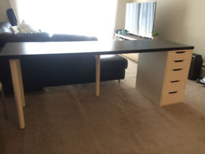 Office Desk in great shape and easy to build. Must pick up.