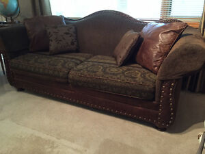 Sofa with leather accents couches futons calgary kijiji for Sofa bed kijiji calgary