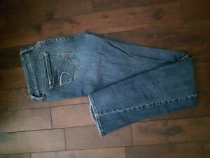 American Eagle Skinny Jeans (size 4)