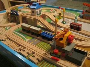 thomas the train table&LOTS MORE ! table thomas le train&PLUS !