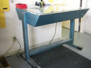 REDUCED - Sturdy Metal Light Table For Sale $50