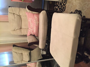 Rocking chair and matching foot stool / chaise berçante