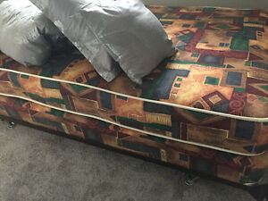 MATTRESS/BOX SPRING/ FRAME Comforter set