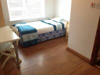 rooms with bills included available, with on suit shower and toilet, Oxford Rd rusho;me