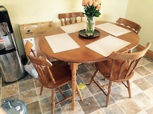 Solid maple table with 4 chairs in great condition