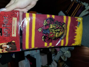 HARRY POTTER GRYFFINDOR SCARF COSTUME WINTER BRAND NEW