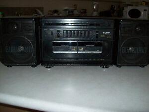 SANYO  - STEREO - TAPEDECK  WITH RADIO  --  GHETTOBLASTER