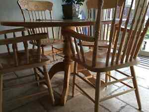 Solid oak pedastal table and 4 chairs