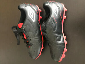 Umbro Youth Outdoor Soccer Cleats Size 11