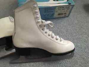 Ladies Winter Club Skates Excellent Condition!! Edmonton Edmonton Area image 2