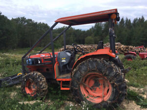 Tracteur Kioti 35 force forestier 4x4