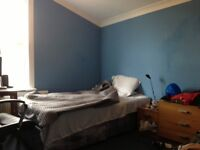 Double room with double bed for one person