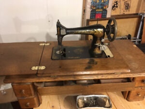 1920's singer sewing machine, no base, reasonable offer accepted