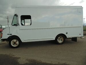 2004 Workhorse e450 V8 low kms perfect for food truck step van