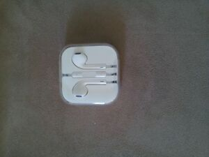 Brand new apple iPhone earbuds (Original)have not been used ever