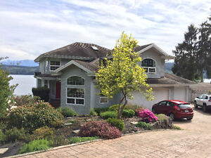 Coal Harbour, Walk out to Beach and Ocean, with Mountain Views