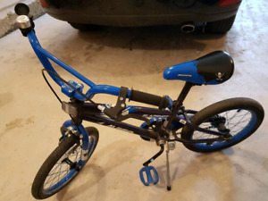Boys 16 inch bike Avigo Slapshot blue