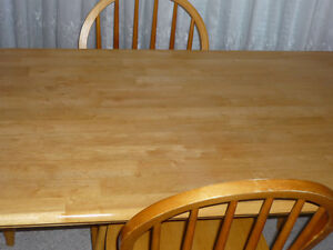 Wooden table and 2 Chairs : Excellent Condition:Clean:SmokeFree Cambridge Kitchener Area image 3