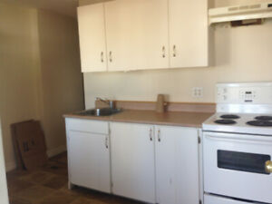 336 York Street, Bachalor Apt, $625. Heat/light, damage deposit