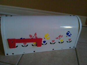 Brand new in box outdoor rural mailbox handpainted metal London Ontario image 1