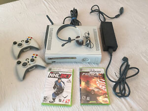 XBOX 360 PRO 20GB W/ 2 CONTROLLERS, HEADSET, WIRELESS 6 GAMES