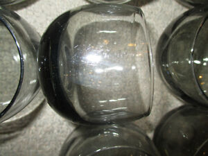 32 verres anciens  a scotch, en verre fumé, années '70