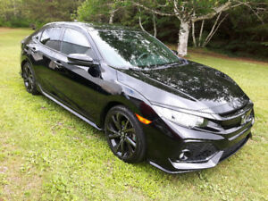 2017 Honda Civic Hatchback sport with Turbo !!
