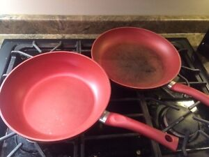 2 frying pans