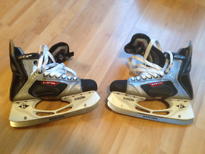 EASTON SYNERGY SE10 size 8.5 MENS HOCKEY SKATES EXCELLENT CONDIT