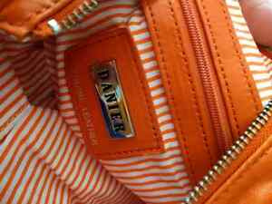 Sacoche en cuir orange Danier West Island Greater Montréal image 2