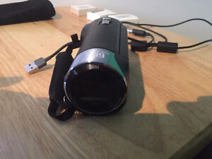 Sony Handycam HDR CX405 w/3 still wrapped new batteries