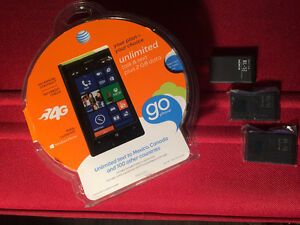 Nokia Lumia 520 (AT&T Go Phone) NEUF AVEC 3 BATTERIES NEUVES